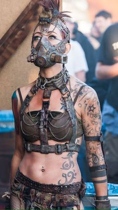 Mad Max Steam/cyber/dieselpunk - yeah, that could be really cool! Mode Steampunk, Style Steampunk, Steampunk Fashion, Steampunk Mask, Gothic Steampunk, Steampunk Clothing, Victorian Gothic, Gothic Lolita, Gothic Fashion