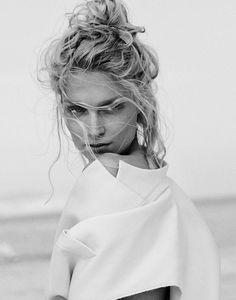 Melissa Tammerijn is a Beach Beauty for Xavi Gordo in Elle Russia