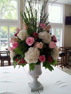 Rosen Arrangements, Tall Floral Arrangements, Church Flower Arrangements, Beautiful Flower Arrangements, Wedding Arrangements, Beautiful Flowers, Silk Flower Centerpieces, Tall Centerpiece, Flower Vases