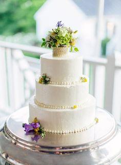 Garden inspired wedding cake: http://www.stylemepretty.com/virginia-weddings/charlottesville/2014/10/06/botanical-inspired-wedding-in-charlottesville-va-at-the-clifton-inn/ | Photography: Love By Serena - http://lovebyserena.com/