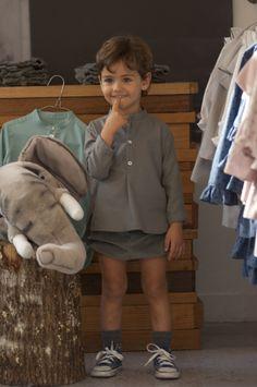 Camisa bonísima para nuestros niños, en viyella Gris o Verde agua.               Para llevar con nuestra Ranita o Pantalón de goma en la ci...