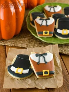 Thanksgiving cookies of Pilgrim shirts and hats. An easy step-by-step tutorial by Semi Sweet Designs @SemiSweetMike