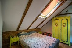 Fabrika de Case - Cuibul de la mare / #Bedroom #Attic #Armoire #Corbu #Romania