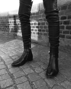 Super Skinny Jeans Boys — ***sigh*** I love boots with skinny. Mens Boots Fashion, Big Men Fashion, Fashion Moda, Sneakers Fashion, Black Outfit Men, Sperrys Men, Mein Style, Boys Jeans, Men's Jeans