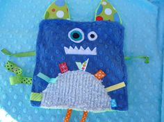 monster crinkle taggie... so cute!!