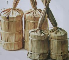 Sugar cane wrapped in cane leaves (above) and banana leaves (lower). Spices Packaging, Egg Packaging, Organic Packaging, Japanese Packaging, Food Packaging Design, Coffee Packaging, Bottle Packaging, Jewelry Packaging, Bakery Packaging