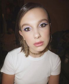 Millie Bobby Brown rocked a springy lavender cat eye on Saturday, May and her makeup artist, Kelsey Deenihan, is sharing the exact products she used to create it — how-to Millie Bobby Brown, Bobbi Brown, Bobby Brown Stranger Things, Browns Fans, Enola Holmes, Brown Makeup, Pat Mcgrath, Pretty Pastel, Queen