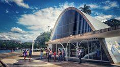 Igreja de São Francisco de Assis na Pampulha em Belo Horizonte #NerdsEmBH #EncontroRBBV2016  Ontem a tarde fizemos o  city tour por Belo Horizonte para visitar os pontos turísticos da cidade. Mais um passeio do Encontro da Rede Brasileira de Blogueiros de Viagem @rbbviagem