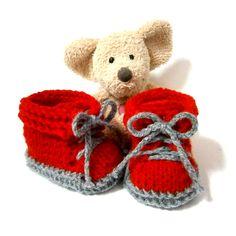 Chaussons bébé tricot rouges et gris petites chaussures 0/3 mois Tricotmuse : Mode Bébé par tricotmuse