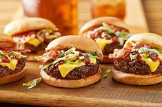 Mini Memphis style BBQ Burgers - Bacon, coleslaw and a delectable Southern-inspired BBQ sauce make for cheeseburger sliders that'll be a home run with a hungry crowd. Sauce Barbecue, Bbq Burger, Gourmet Burgers, Hamburger Recipes, Beef Recipes, Cooking Recipes, What's Cooking, Cooking Light, Hot Dogs
