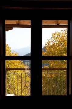 © Λιθόχτιστα Ξενώνες- Lithoxtista Guesthouses Country Style, Windows, Rustic, Elegant, Nature, Country Primitive, Classy, Rustic Style, Naturaleza
