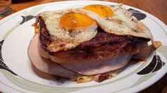 Un sandwich montecristo a ma manière Sandwiches, Eggs, Breakfast, Food, Recipes, Roll Up Sandwiches, Morning Coffee, Meal, Egg