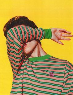 Самые популярные тэги этого изображения включают: boy, yellow, grunge, model и stripes