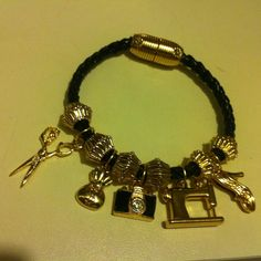 7337019ae2e pulseira em couro  br tamanho padrão- 17cm  br pode ser feito