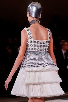 Alexander McQueen Spring 2014 Ready-to-Wear Fashion Show Details