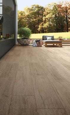 Hirati wood look tiles for the exterior Outdoor Wood Tiles, Outdoor Flooring, Wood Effect Tiles, Wood Look Tile, Tile Wood, Terrazzo, Wall Tiles, Home Deco, Garden Design