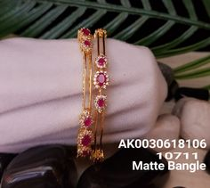 Ladies or jaune Bracelets Gold Bangles Design, Gold Jewellery Design, Ruby Bangles, Bangle Bracelets, Gold Jewelry Simple, Diamond Bangle, Jewelry Patterns, Indian Jewelry, Wedding Jewelry