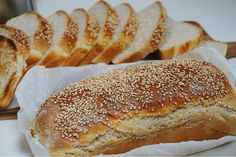 Godaste rostbrödet - formfranska - Victorias provkök Cooking Bread, Bread Baking, Hot Dog Buns, Baked Goods, Bread Recipes, Sandwiches, Food And Drink, Breakfast, Desserts