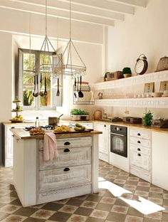 Traditional country kitchens are a design option that is often referred to as being timeless. Over the years, many people have found a traditional country kitchen design is just what they desire so they feel more at home in their kitchen. Rustic Kitchen Island, Country Kitchen, New Kitchen, Kitchen Dining, Kitchen Ideas, Cozinha Shabby Chic, Sweet Home, Bohemian Kitchen, Vintage Kitchen Decor