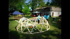 Dymaxion ESC / Costruire una Cupola Geodetica  فيديو يظهر طريقة انشاء قبة جيوديسية