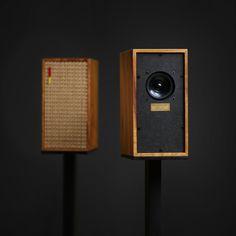 Cabinet is x x holding a small full-range driver. Open Baffle Speakers, Small Speakers, Diy Speakers, Bookshelf Speakers, Diy Speaker Kits, Speaker Plans, Speaker Box Design, Floor Standing Speakers, Audio Design