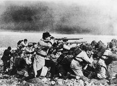 Belgian soldiers fire on German troops.