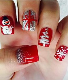 45 Amazing Holiday Nail Art Designs Ideas For You Cute Christmas Nails, Xmas Nails, Christmas Nail Art Designs, Winter Nail Designs, Holiday Nails, Dark Christmas, Christmas Art, Christmas Glitter, Christmas Makeup