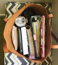 studying, study, and studyblr image Studyblr, Inside My Bag, Study Organization, School Bag Organization, College Bags, Study Hard, Study Motivation, Motivation Quotes, Study Notes