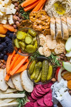 How to make an impressive and affordable appetizer board - Helpful Homemade Vegetable Appetizers, Great Appetizers, Appetizer Recipes, Snack Recipes, Cooking Recipes, Easy To Cook Meals, Colorful Vegetables, Party Food And Drinks, Charcuterie Board