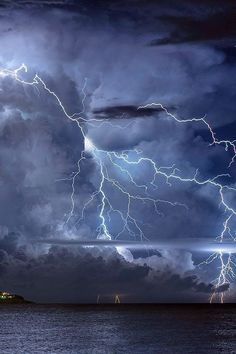 Lightning A Poem is part of Lighting storms - This is a poem about fleeting love All Nature, Science And Nature, Amazing Nature, Lightning Photography, Nature Photography, Photography Tips, Scenic Photography, Landscape Photography, London Photography