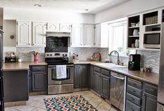 mobilier de cuisine bicolore -armoires-blanc-gris-graphite-crédence-mosaique-blanc-gris