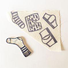 Prove! Non fate domande 2.0  Presto saprete cosa sto combinando!   Probando! No preguntáis 2.0 Pronto sabrás lo que estoy haciendo!  #illustration #instaprints #printoftheday #print #sellos #oneofakind #instapic #picoftheday #anderwear #socks #pants #handmade #handcrafted #mr #mirtasmood #mirtasmoodpattern #blockprinting