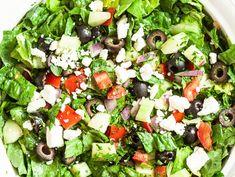 Vous aimez la salade grecque? Il faut absolument que vous ajoutiez cette recette à votre livre personnel! C'est la plus facile à faire :) New Recipes, Salad Recipes, Vegetarian Recipes, Cooking Recipes, Healthy Recipes, Healthy Food, Broccoli Curry, Food Videos, Cobb Salad
