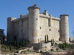 Castillo medieval de Torija. En el interior de la Torre del Homenaje está el Museo del Viaje a la Alcarria. Este castillo es sede del Centro de Interpretación Turística de Guadalajara