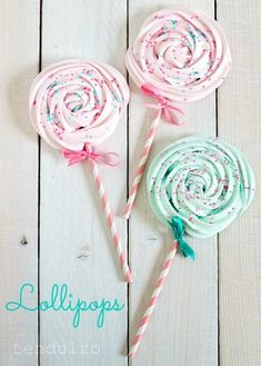 Shared by Ʈђἰʂ Iᵴɲ'ʈ ᙢᶓ. Find images and videos on We Heart It - the app to get lost in what you love. Meringue Kisses, Meringue Cookies, Cupcake Cookies, Sweet Magic, Luxury Wedding Decor, Cookie Pops, Bake Sale, Creative Cakes, Cake Decorating