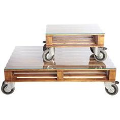 love these pallet tabels on wheels!