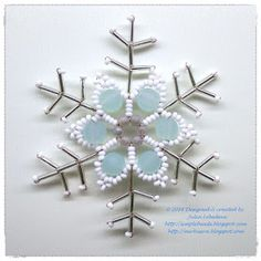 Snowflake made of different types of beads and wire. Free pattern with detailed tutorial.