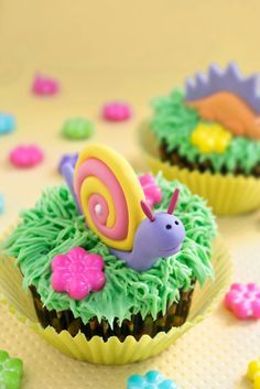 DIY Fairytale Snail Fondant Cupcake Toppers #cupcakes #cupcaketopper