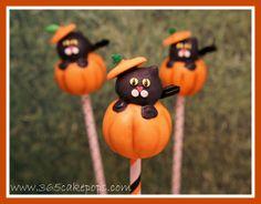 Halloween Pumpkin Cake Pops - The Cake Lovers Cute Halloween Cakes, Halloween Desserts, Halloween Birthday, Holidays Halloween, Halloween Treats, Halloween Pumpkins, Happy Halloween, Haloween Ideas, Fall Cake Pops