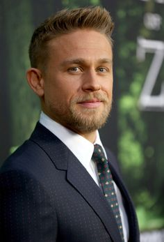Charlie Hunnam at the Premiere Of 'The Lost City Of Z' on April 2017 in Hollywood, California Charlie Hunnam Soa, Keanu Reeves, Good Looking Men, Perfect Man, Bearded Men, Celebrity Crush, Celebrity Photos, Gorgeous Men, Pretty People