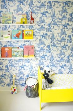 Oscar's Bright Bold Abode Kids Room Tour The post Oscars Bright Bold Abode appeared first on Children's Room. Toile Wallpaper, Nursery Wallpaper, Wallpaper For Kids Room, Chinoiserie Wallpaper, Wallpaper Ideas, Kindergarten Wallpaper, Childrens Room, Deco Kids, Yellow Bedding