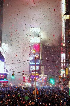 Obviously if I get to go to NYC for my birthmas I'll have to stay for New Year's Eve in Times Square. Thee place to have a perfect NYE kiss