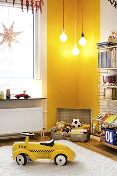 kids room salle de jeux jouets chambre d'enfants espace de jeux mur jaune yellow