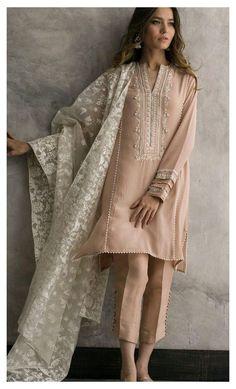 Stylish Dresses For Girls, Stylish Dress Designs, Designs For Dresses, Casual Dresses, Dress Indian Style, Indian Fashion Dresses, Indian Designer Outfits, Designer Dresses, Pakistani Fashion Party Wear