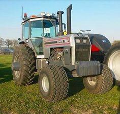 WHITE 185 Big Tractors, Vintage Tractors, White Tractor, Tractor Photos, Minneapolis Moline, Classic Tractor, Heavy Equipment, Farm Life, Barns