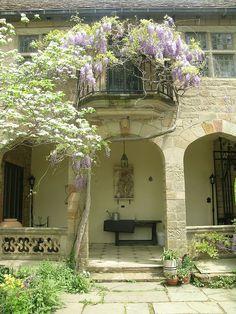 Virginia House Purple and Stone - Virginia House - Wikipedia