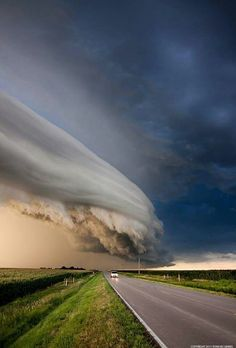 Funny pictures about Amazing Cloud Formation caught in Nebraska. Oh, and cool pics about Amazing Cloud Formation caught in Nebraska. Also, Amazing Cloud Formation caught in Nebraska. All Nature, Science And Nature, Amazing Nature, Beautiful Sky, Beautiful World, Beautiful Places, Fuerza Natural, Wild Weather, Weather Cloud