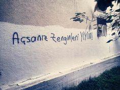 Milletçe mizah duygumuzun ne kadar kuvvetli olduğunun kanıtı olan duvar yazılarını derledik. Bunu yazan insanlar sizi seviyoruz.
