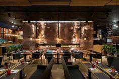 Когда дизайнеры Владимир Непийвода и Дмитрий Бонеско из киевской студии YOD Dеsign Lab принимались за разработку интерьера ресторана Food&Forest, перед ними стояла интересная задача использовать преимущества расположения заведения.…