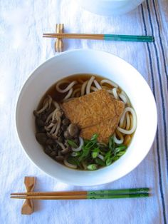 Kitsune Udon in Mushroom Ginger Broth, a Japanese soup of chewy, comforting noodles. Plus: How to make Vegetarian Dashi!